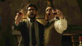 Álvaro Morte y Pedro Alonso en una escena de la serie 'La casa de papel'.