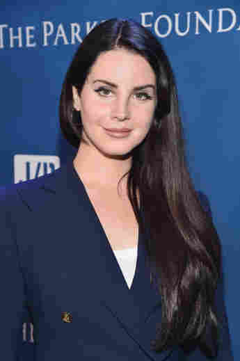 """Lana Del Rey Clarifies Viral Rant Wasn't About Race: """"I'm Talking About My Favorite Singers"""""""