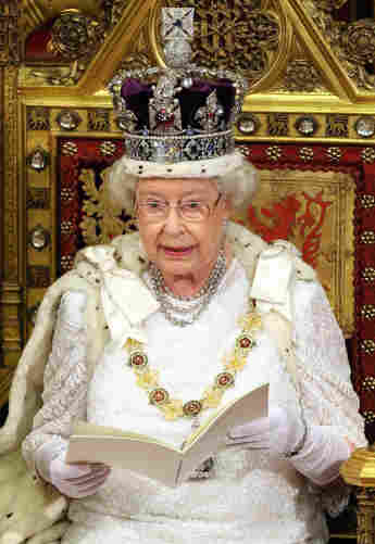 Queen Elizabeth II reads her Speech at the House of Lords, in Westminster, in London, 06 November 2007, during the State Opening of Parliament.
