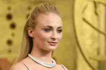 Sophie Turner Shares That She Wore A Mask While In Labour
