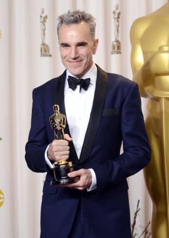 """Daniel Day-Lewis recibe el Oscar al Mejor Actor por """"Lincoln"""" el 24 de febrero de 2013 en Hollywood, California."""