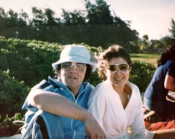 Elvis Presley y Ginger Alden en 1977