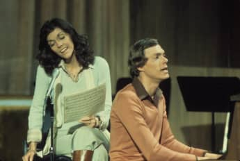 Karen Carpenter story tragic death of Carpenters singer age 32 1983