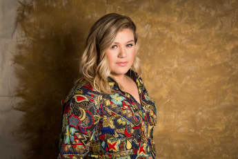 Kelly Clarkson Addresses Her Divorce, Says She Didn't See It Coming