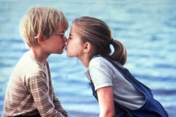 Macaulay Culkin y Anna Chlumsky en 'My Girl' 1991