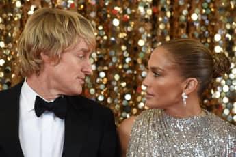 Owen Wilson y Jennifer Lopez en una escena de la película 'Marry Me'