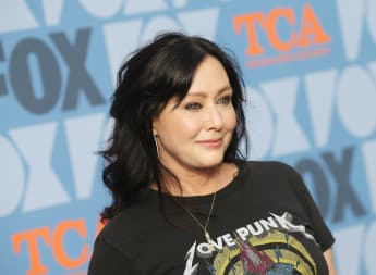 Shannen Doherty Is Against Botox Craze In Hollywood makeup free selfie 2021 new photo picture story