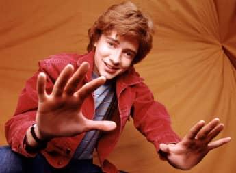 Topher Grace en una imagen promocional de la serie 'That 70's Show'