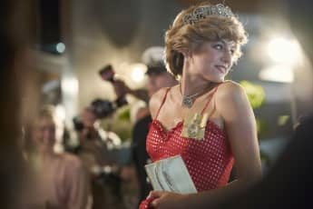 Emma Corrin en una escena de la serie 'The Crown'
