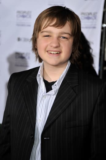 """Two and a Half Men: This Is """"Jake Harper"""" Today Angus T. Jones 2020"""