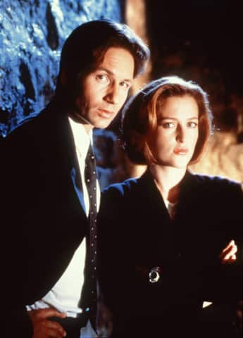 David Duchovny y Gillian Anderson como Fox Mulder y Dana Scully en 'The X-Files'