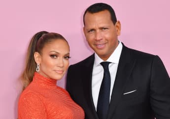 "Jennifer Lopez ""Unaffected"" By Alex Rodriguez Cheating Rumours"