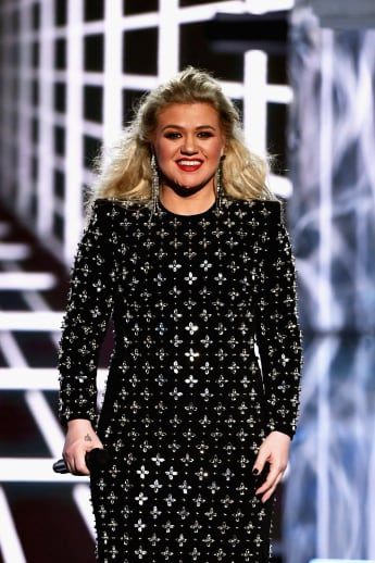 Kelly Clarkson Cries While Jordin Sparks Sings To Her Son