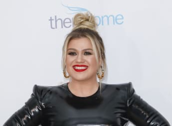 Kelly Clarkson Talks Coping With Divorce Through Songwriting