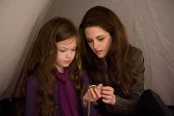 Mackenzie Foy and Kristen Stewart Twilight