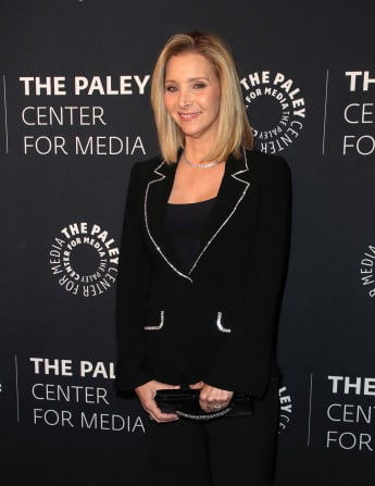 """Lisa Kudrow Shares What Her 'Friends' Character, """"Phoebe Buffay"""", Would Be Doing In Quarantine"""