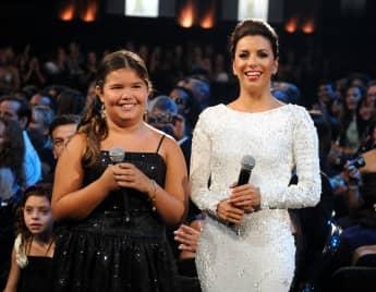 Madison de la Garza y Eva Longoria en 2011