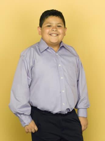 Rico Rodriguez en una imagen promocional de la serie 'Modern Family'