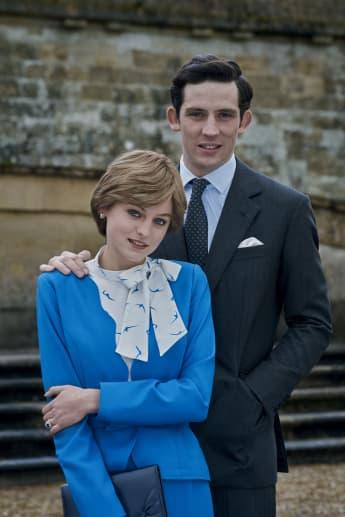 Emma Corrin y Josh O'Connor en una imagen promocional de la serie 'The Crown'