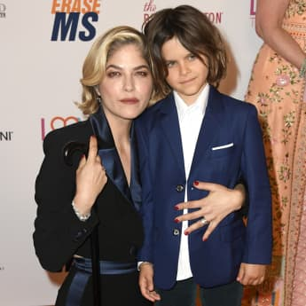 Selma Blair and her son Arthur pose together on the red carpet in May 2019
