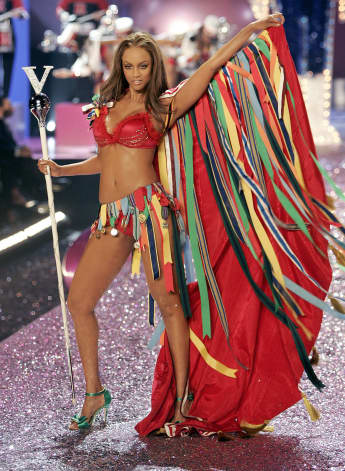 Tyra Banks walks on stage during the Victoria's Secret Fashion Show in New York 09 November 2005. The show will be televised on CBS on 06 December 2005