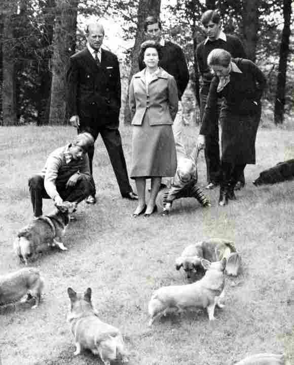 La reina Isabel II, el príncipe Felipe y sus hijos.