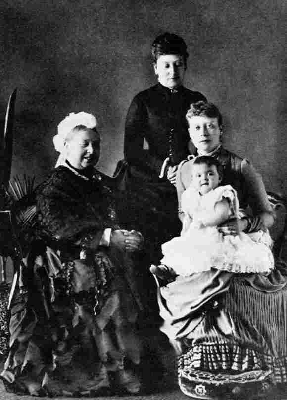 Alicia de Battenberg con la Reina Victoria