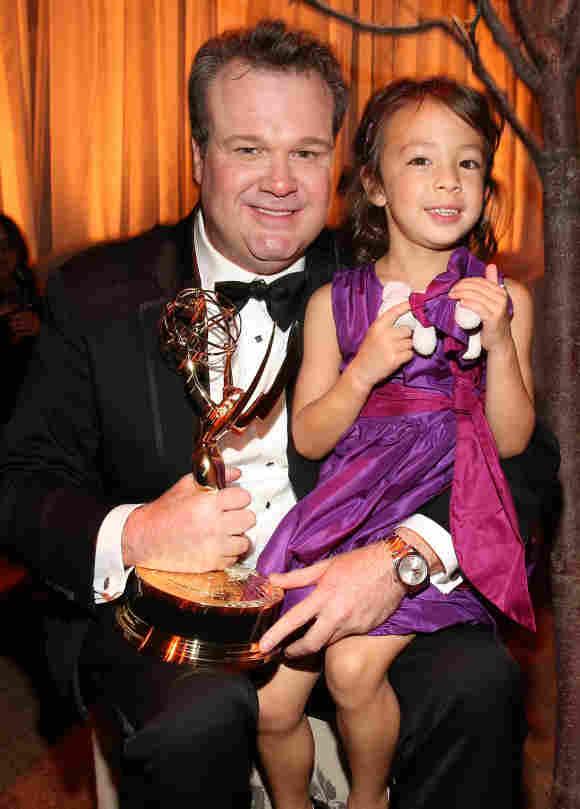 Aubrey Anderson-Emmons y Eric Stonestreet en los Premios Emmy de 2012