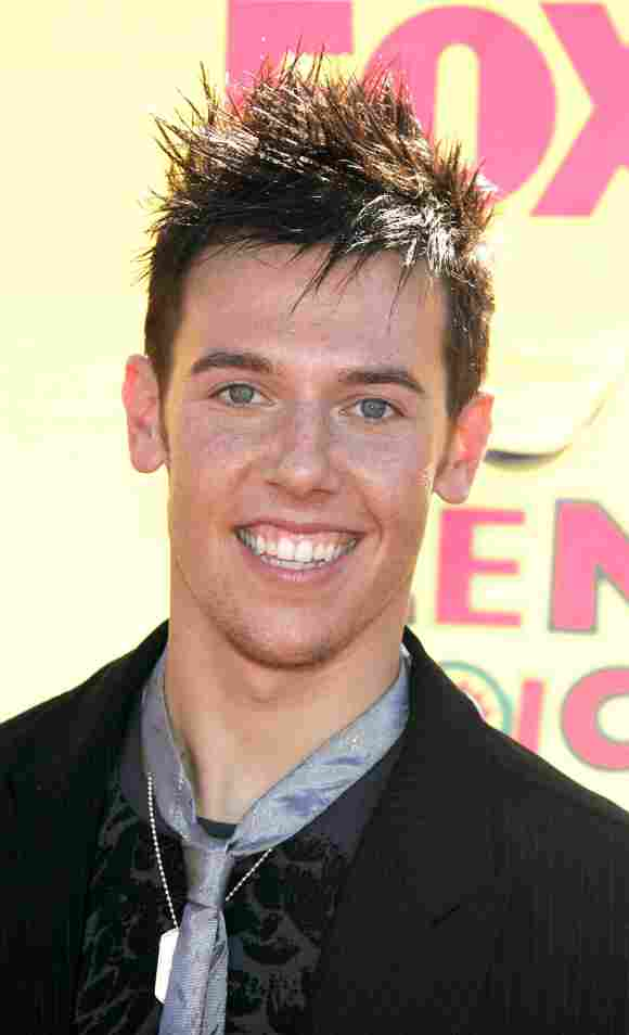 """Benji Schwimmer from """"So You Think You Can Dance"""" arrives at the 8th Annual Teen Choice Awards at the Gibson Amphitheatre on August 20, 2006"""