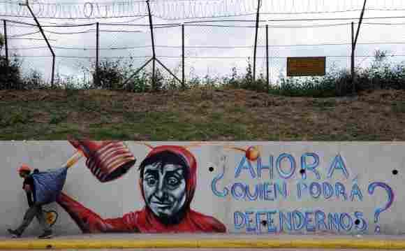 """Calle con la imagen y frase de """"El Chapulín Colorado"""""""