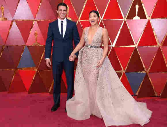 Gina Rodriguez y Joe LoCicero en la alfombra roja de los Premios Óscar de 2020