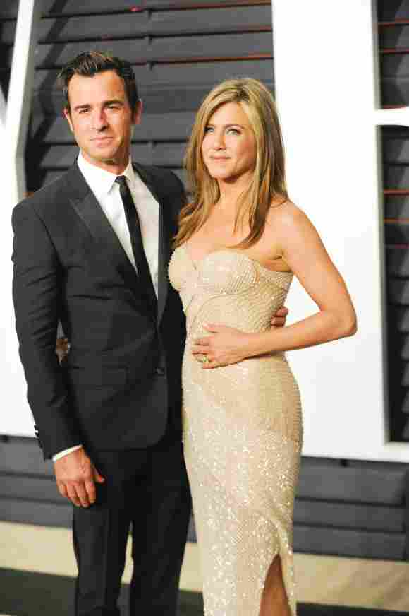 Jennifer Aniston and Justin Theroux attend the 2015 Vanity Fair Oscar Party on February 22nd, 2015 in Beverly Hills, California.