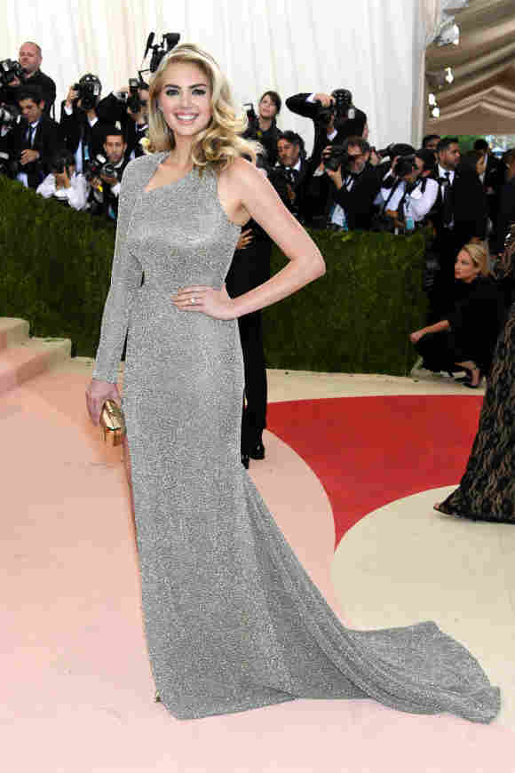 """Kate Upton attends the """"Manus x Machina: Fashion In An Age Of Technology"""" Costume Institute Gala at Metropolitan Museum of Art on May 2, 2016"""