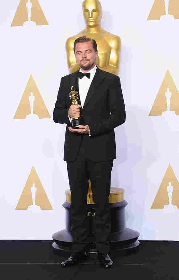 "Leonardo DiCaprio posing in the press room of the ""Loews Hollywood Hotel"" 2016"
