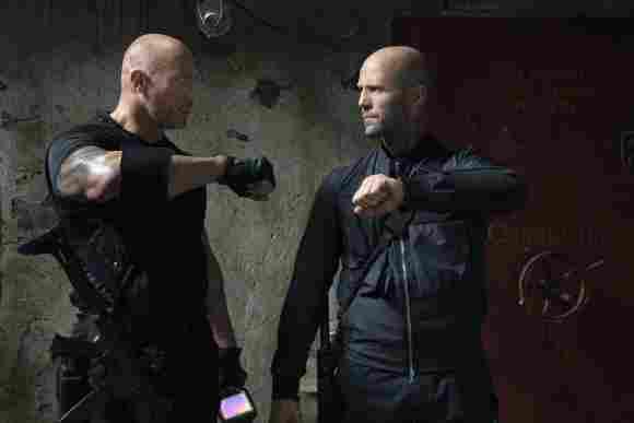 Dwayne Johnson y Jason Statham en una escena de 'Rápidos y furiosos: Hobbs y Shaw'