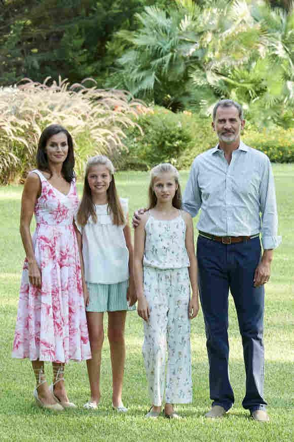 Reina Letizia, princesas Leonor y Sofía y el rey Felipe VI