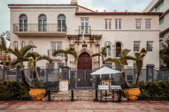 2 Found Dead At Versace Mansion On Anniversary Of Gianni's Murder