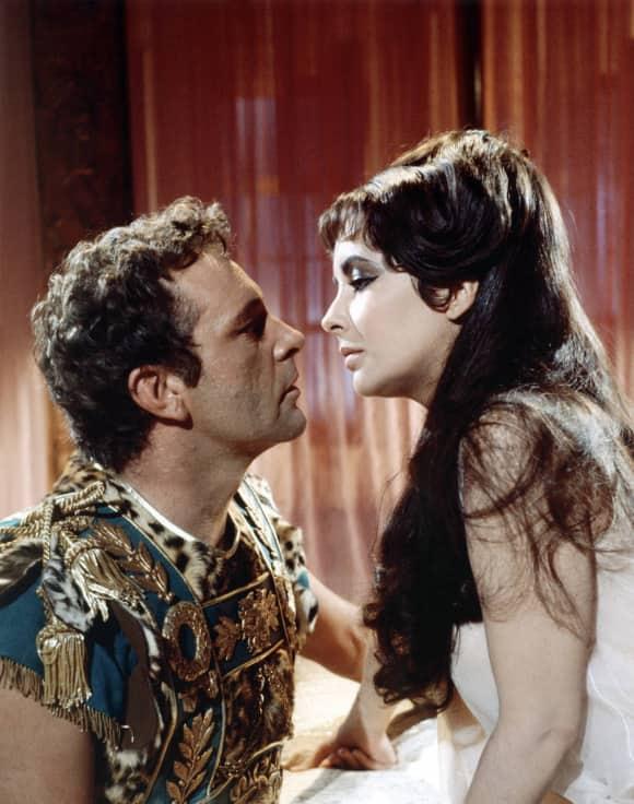 Elizabeth Taylor y Richard Burton en 'Cleopatra'