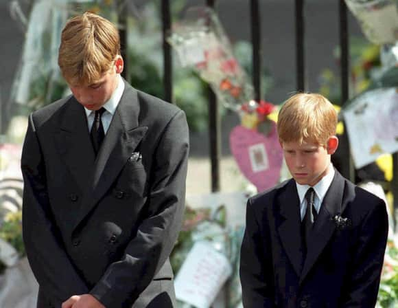 Prince William and Prince Harry at the mourning of Lady Diana  (†36)