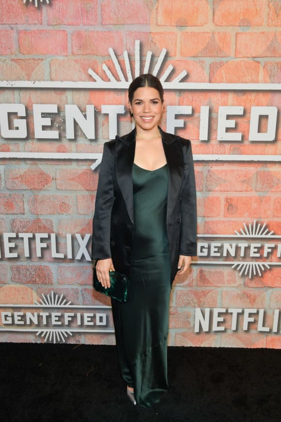 """America Ferrera asiste al estreno de """"Gentefied"""" de Netflix el 20 de febrero de 2020 en Los Ángeles, California."""