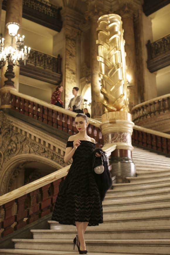 Escena de la serie 'Emily in Paris'