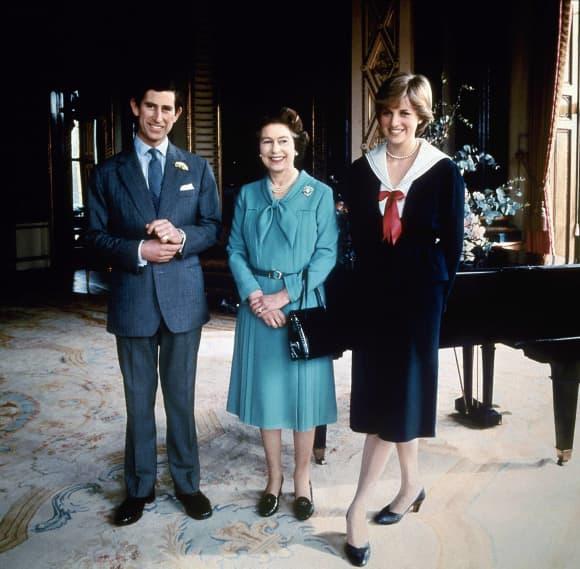El príncipe Carlos, reina Isabel y la princesa Diana