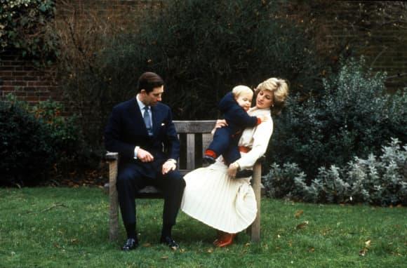 El príncipe Carlos y la princesa Diana con su hijo, el príncipe William